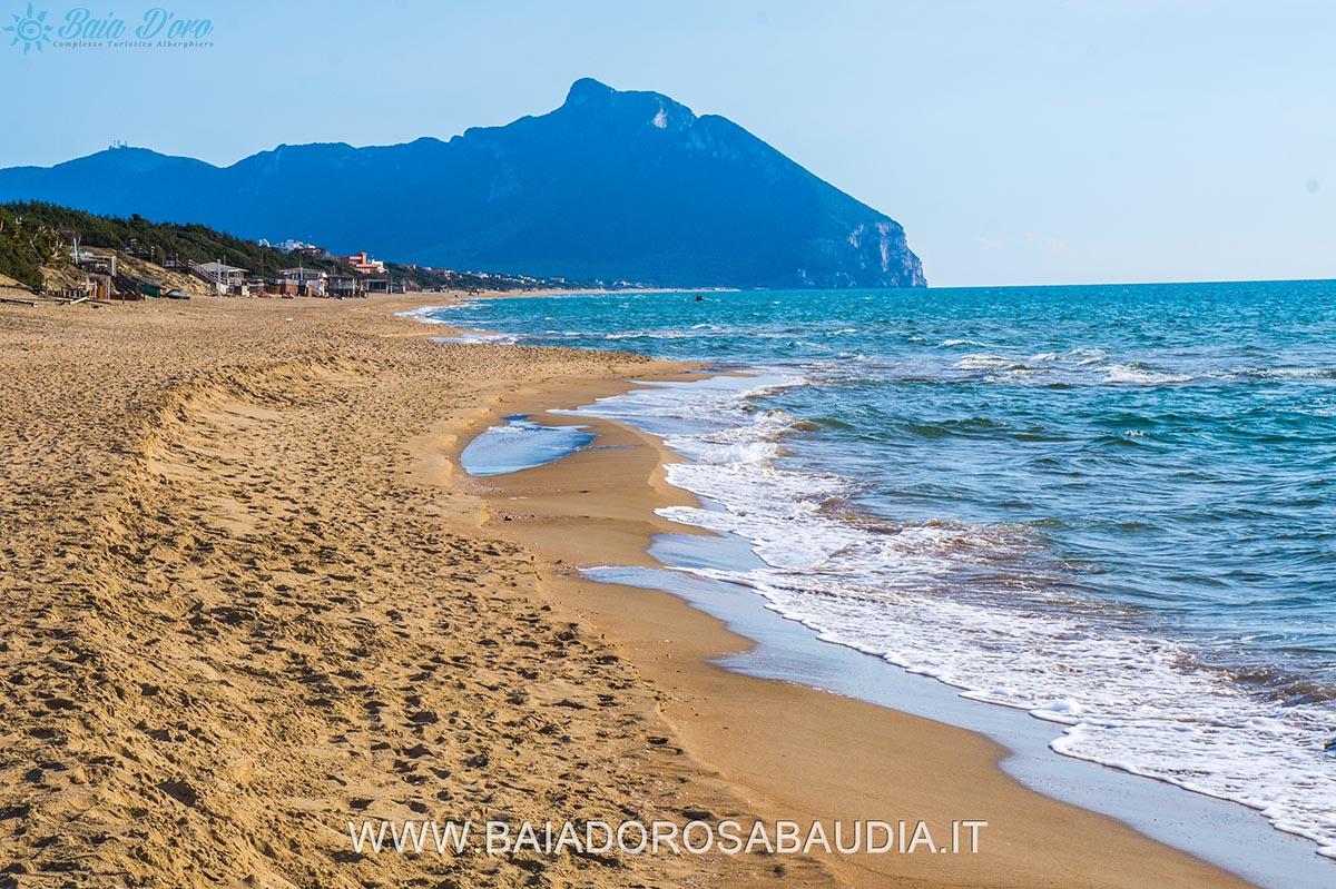 https://www.baiadorosabaudia.it/wp-content/uploads/2017/02/spiaggia-sabaudia-baia-doro30000.jpg